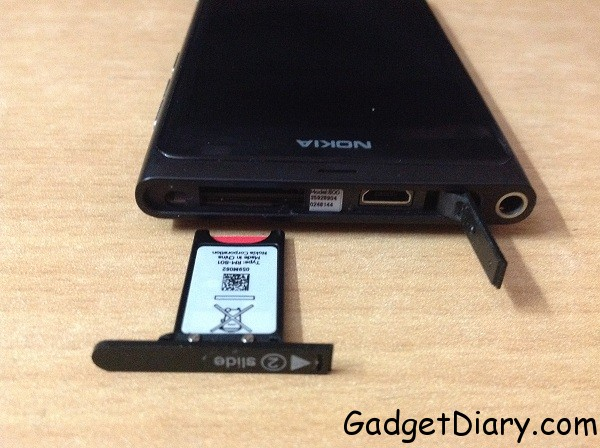 nokia lumia 800 top with usb and micro sim slot