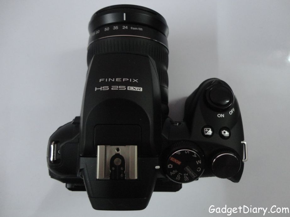 Fujifilm FinePix HS25EXR Top