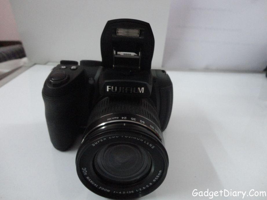 Fujifilm FinePix HS25EXR front