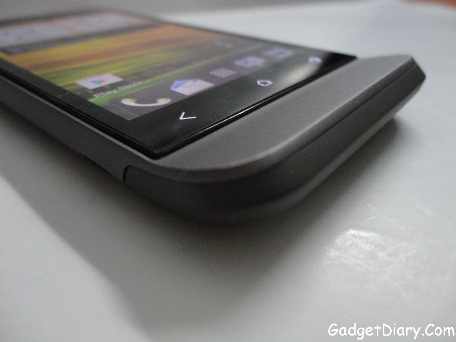 HTC One V protruding chin curve